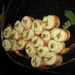 Kanapejčki s strašnično omako in vloženimi čemaževimi popki.